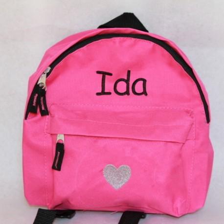 Pink børne rygsæk med navn på. Sød og personlig gave til børhavebarnet.