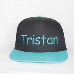 Flatpeak cap i sort og tyrkis med navn på