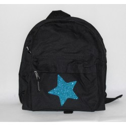 Sort børnerygsæk med stjerne og navn på
