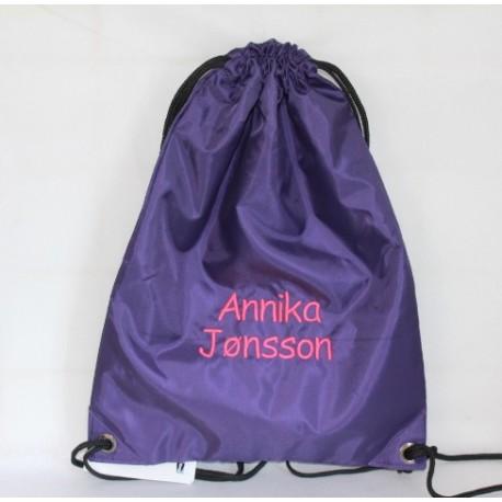 Mørkelilla gymnastikpose med navn på